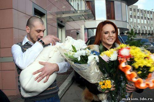 Максим, Алексей и их дочка Саша
